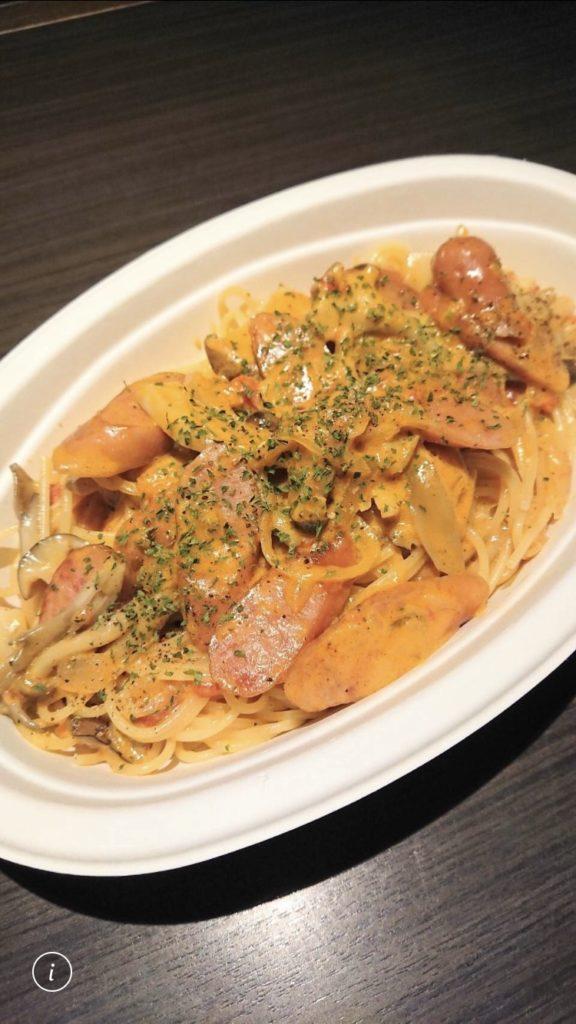 キノコとソーセージのトマトクリームパスタ
