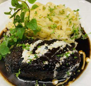 牛挽肉のハンバーグwith フィットチーネ