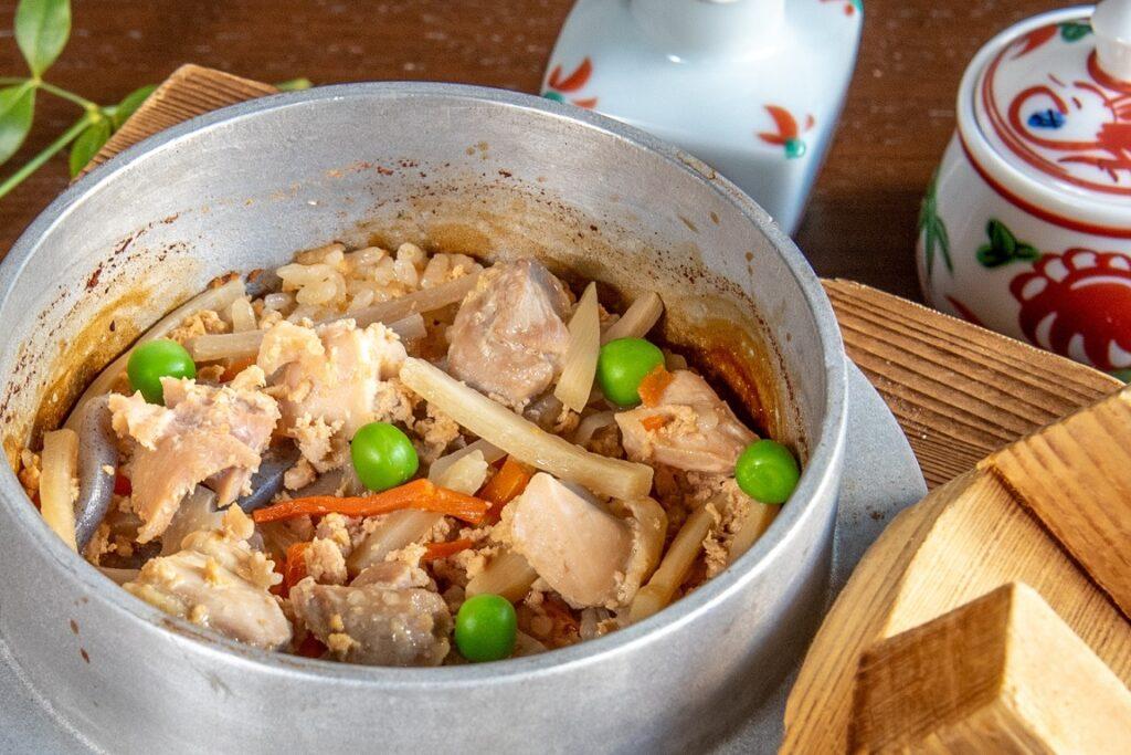 鳥焼もろ川:鶏五目釜飯