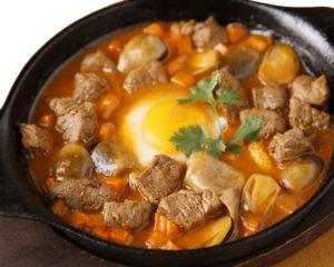 牛ヒレ肉とマッシュルームの特製トマトソース(パン付き)