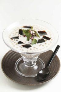 ココナツミルクとタピオカの仙草ゼリー