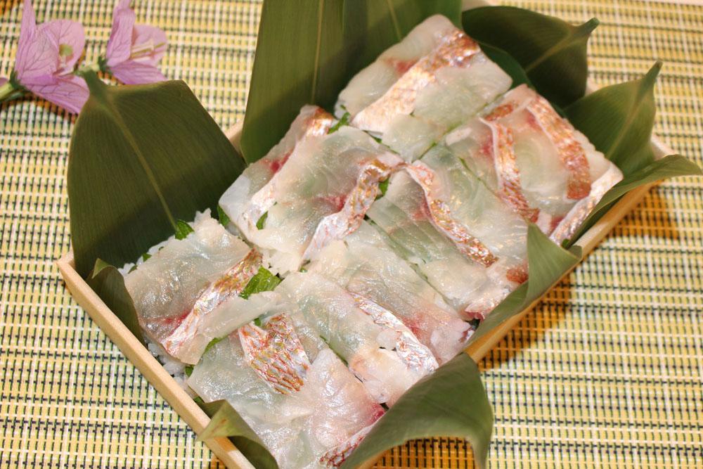 花籠:鯛おし寿司