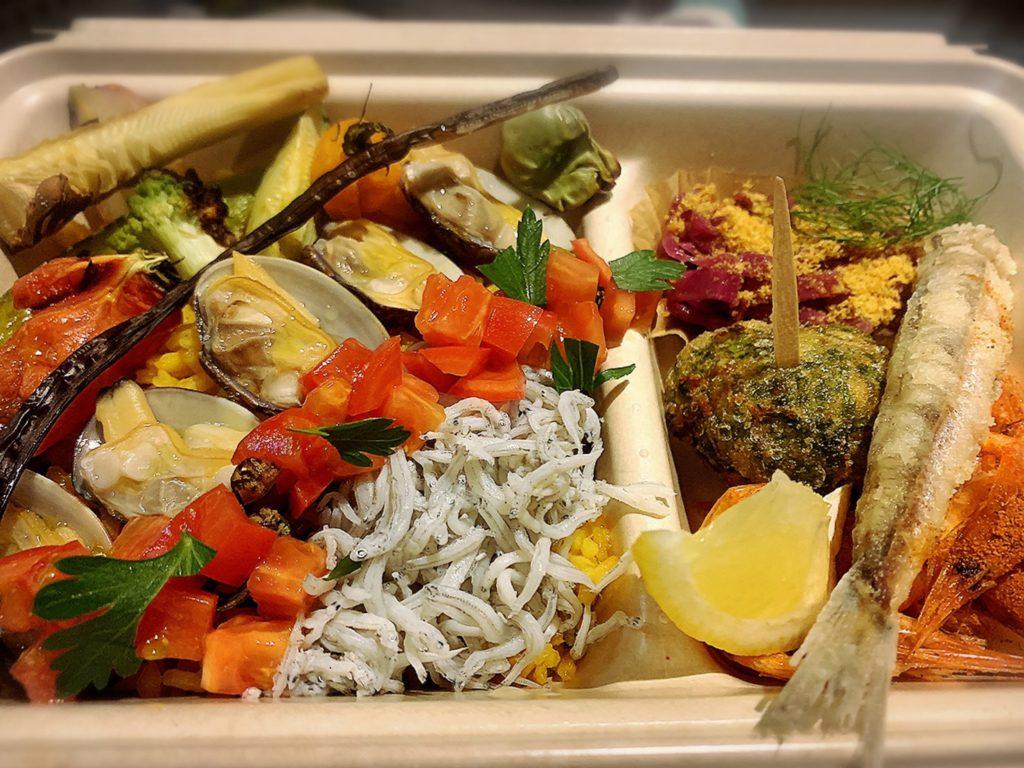 オーシャンビストロトゥクトゥク:遠州灘と浜名湖の魚介のスープを使ったトゥクトゥク人気のパエリア弁当
