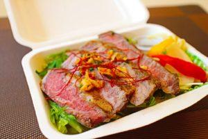 国産牛のステーキ重(ピクルス付き)